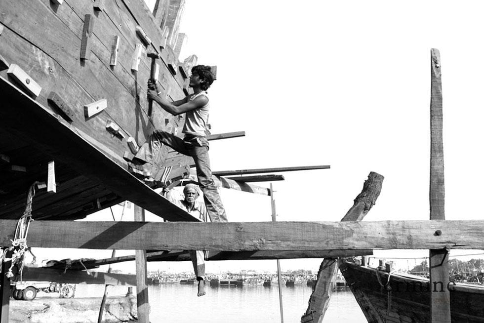 Construction de bateau arabe a Veraval, Gujarat, Inde