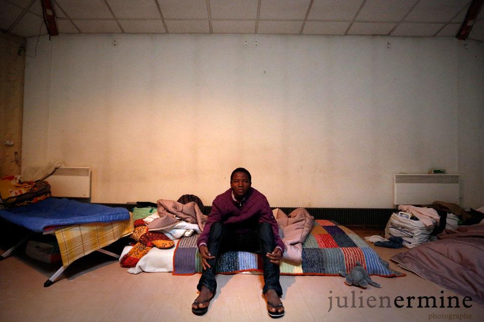 Ansu, 15 ans, est arrivé seul en France en mai 2013 pour alimenter une filière alors que lui pensait arriver en France pour étudier à l'école