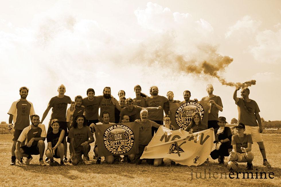 Portrait d'équipe engagée dans l'antifascisme
