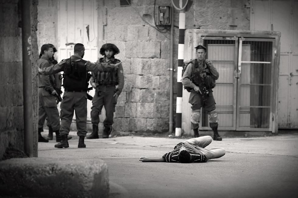 Dans l'après-midi du 26 octobre 2015, les forces de l'ordre israéliennes ont tué par balle un Palestinien dans les rues d'Hébron suite à des heurts dans la vielle ville. 3 jeunes palestiniens sont décédés ce jour-là. Les combats seront quotidiens.