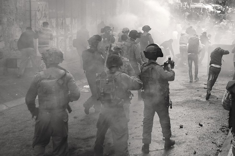 L'ordre vient d'être donné par les militaires israëliens : disperser les manifestants par la force, prendre position dans certaines rues du centre-ville et faire face à la contestation par la confrontation.