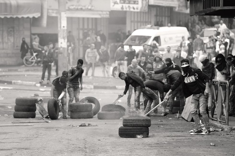 Chaque camp entretient ses positions dans les combats de rue en centre-ville.