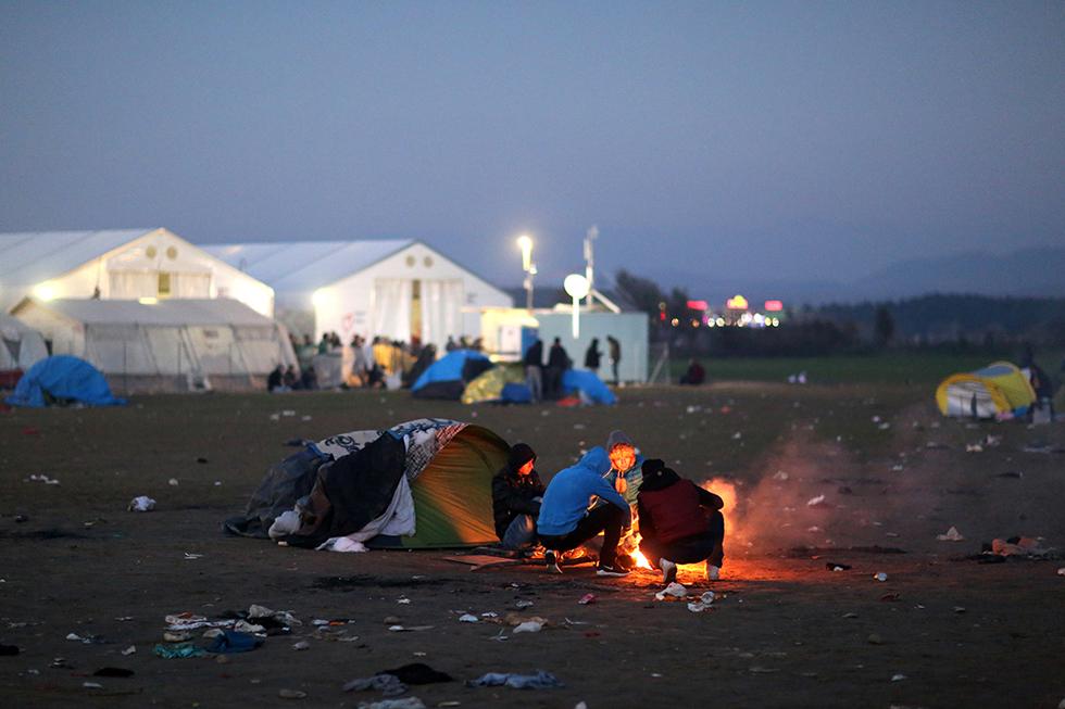 Le camp est surchargé, certains se mettent alors à l'écart pour trouver un peu d'espace et un peu d'intimité.