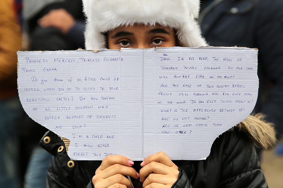 Une jeune Iranienne s'adresse directement aux Grands de ce monde pour leur demander de l'aide.