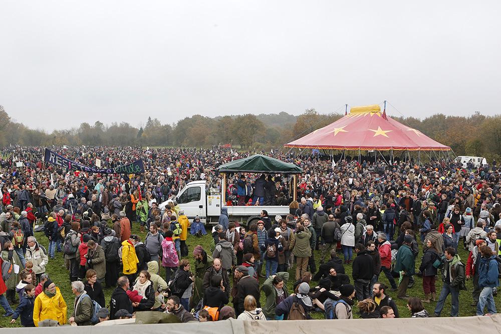 lors des gros rassemblements, ce sont plus de 30000 personnes qui se réunissent dans le bocage de notre des landes.
