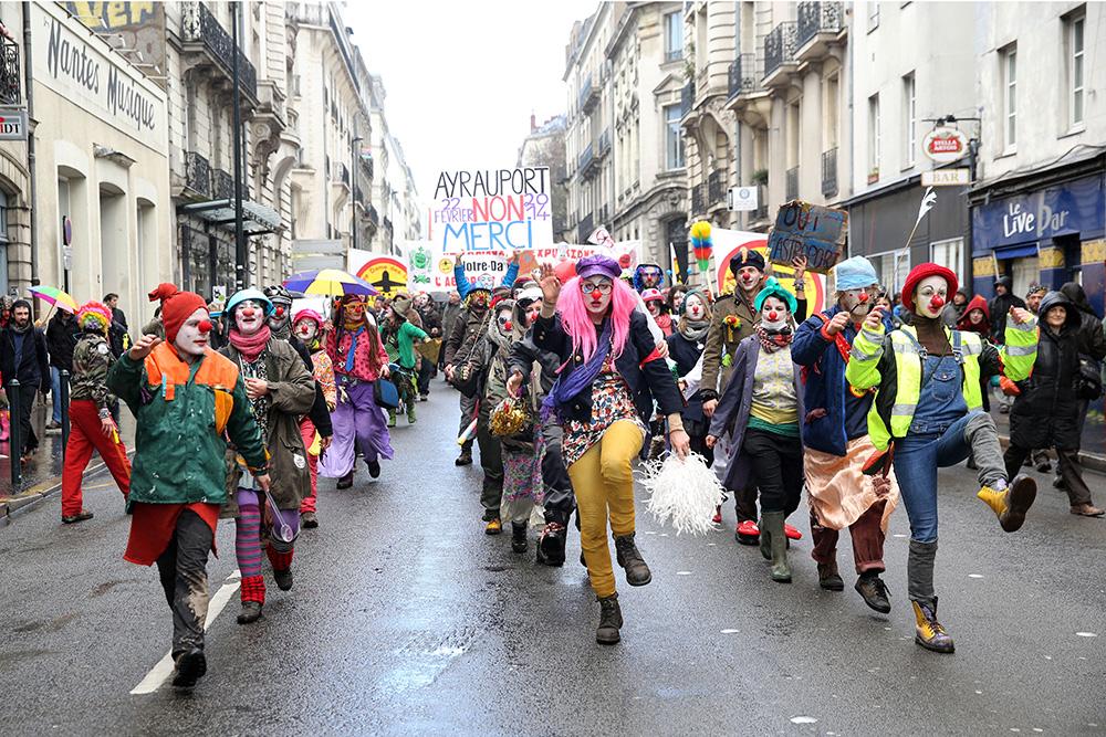 En fevrier 2014, une nouvelle manifestation rassemble pret de 30000 personnes dans le centre ville de Nantes. Alors que la manifestation avait commencé dans une ambiance festive, les hostilités vis à vis des forces de l'ordres ont vite prient le pas, lais